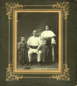 1911, București Crăciun Potra, Maria Potra, George Potra și Ionel Potra.